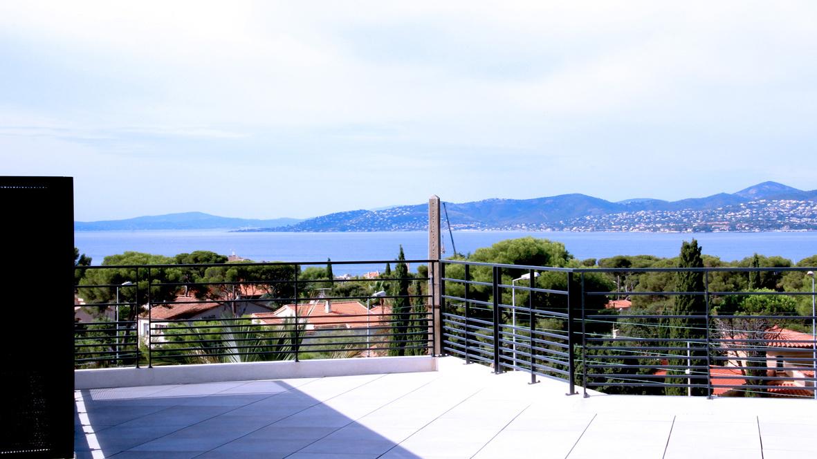 Vente saint raphael vue mer villa sur le toit avec plus for Appartement avec terrasse sur le toit
